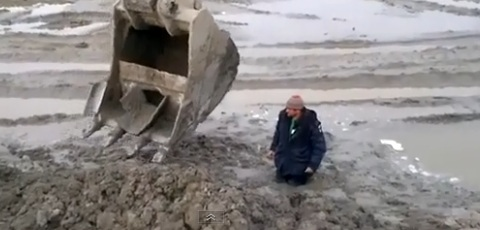 Excavator Rescue For Someone Stuck In The Mud